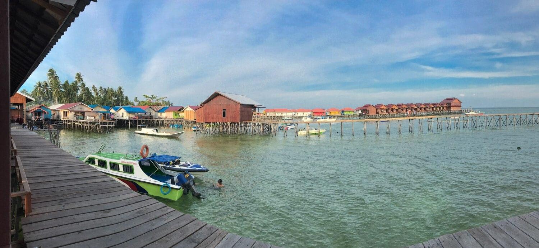 Pemandangan di depan penginapan Derawan Fisheries, Kalimantan Timur