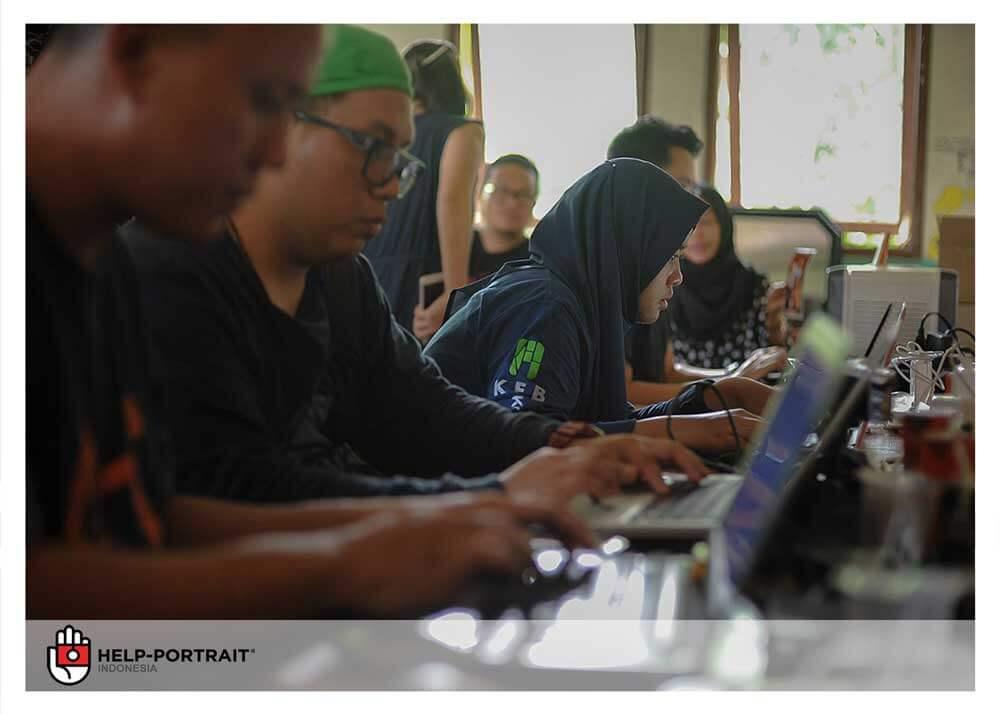 Help Portrait Jakarta 2017 - editor in action