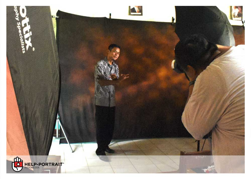 Help Portrait Jakarta 2017 - photographer in action