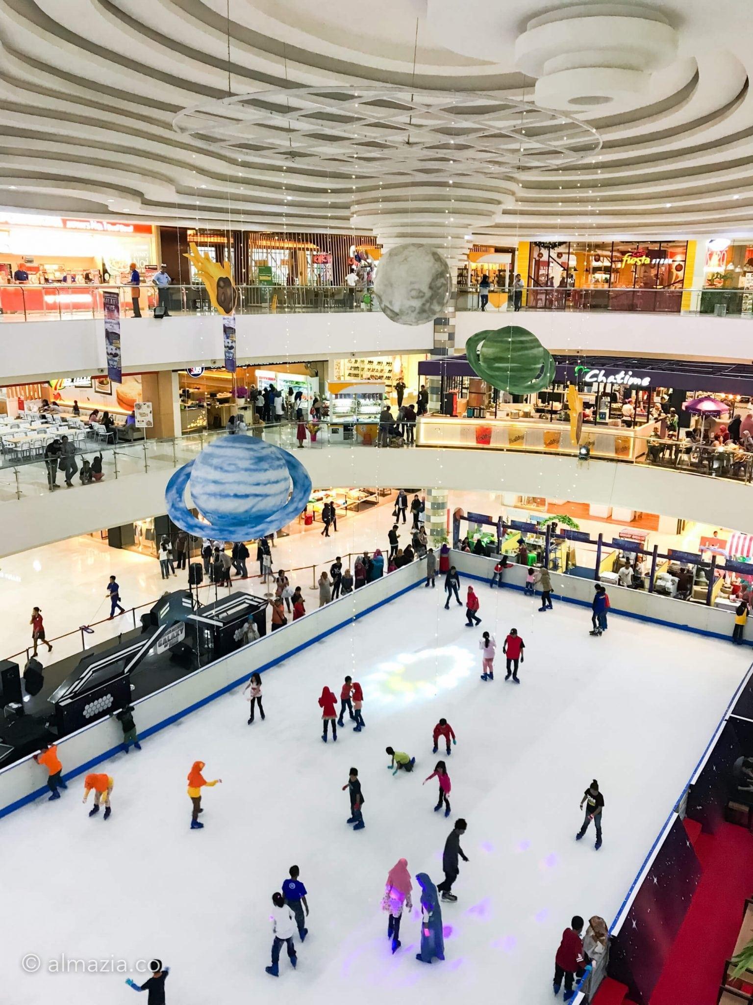 Seseruan Akhir Tahun Ice Skating di Cibinong City Mall